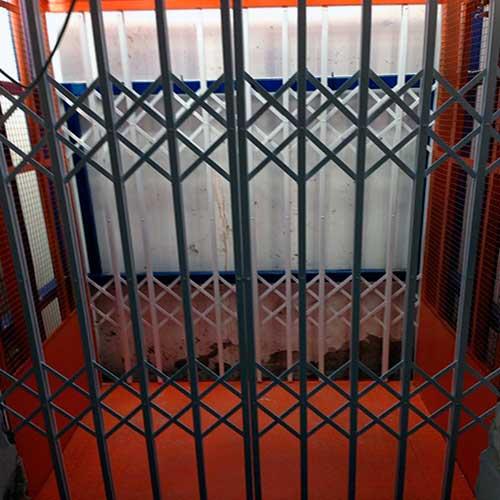 Решетки раздвижные лифтовые